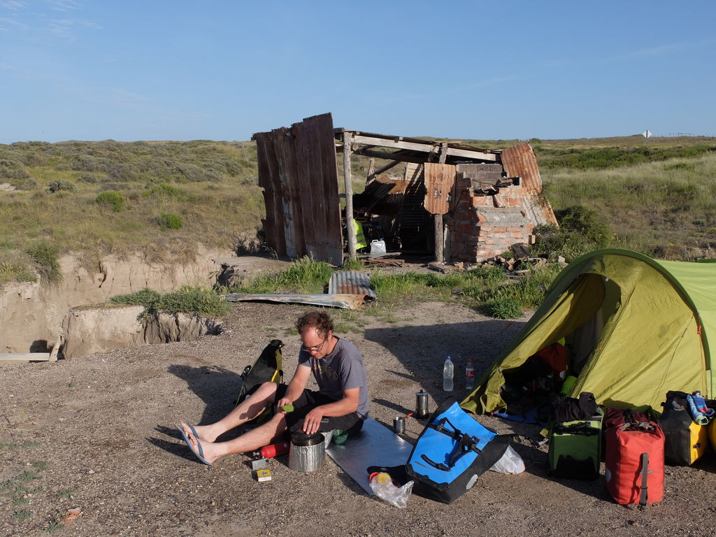 Cabaña and tent pitched as alternative sleeping option